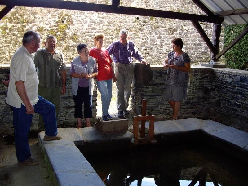 Le lavoir de Brasparts visité par les enfants de l'école Sainte Thérèse Imgp7422