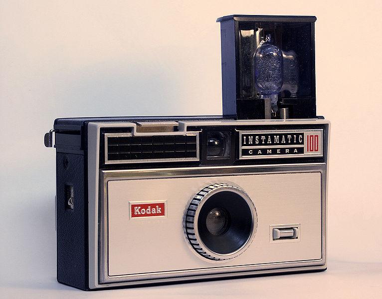 Premier appareil photo Instamatic 766px-10