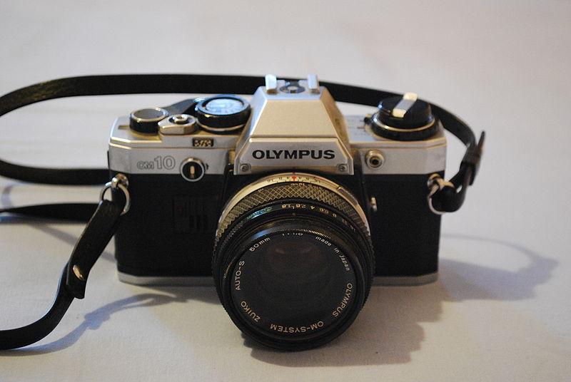 Premier reflex Olympus OM10 800px-10