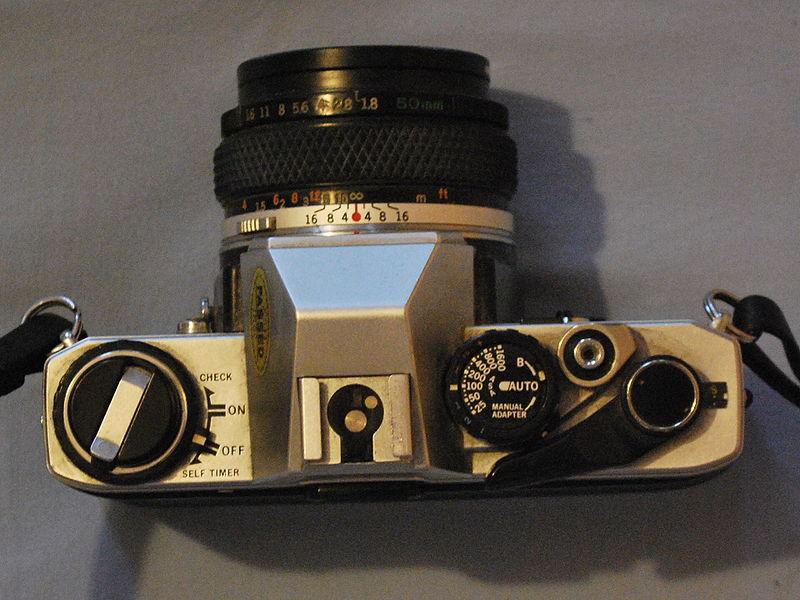 Premier reflex Olympus OM10 800px-11