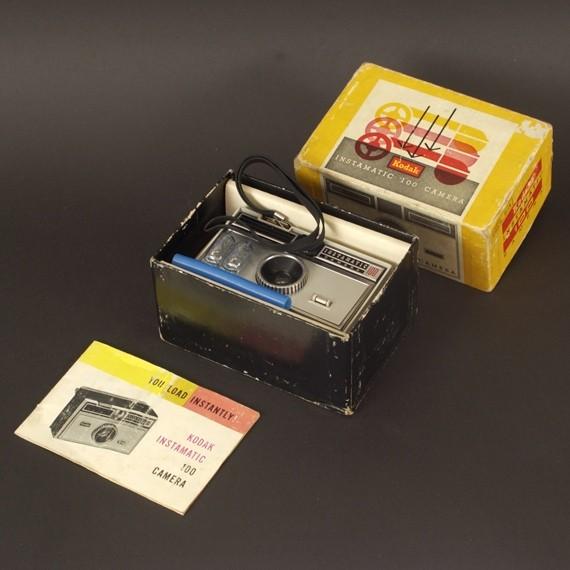 Premier appareil photo Instamatic Boiteo10