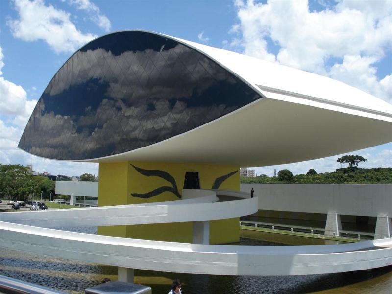 Décès d'Oscar Niemeyer Curiti10