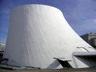 Décès d'Oscar Niemeyer Le_hav10