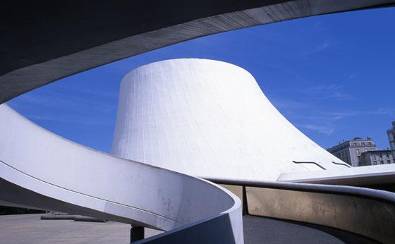 Décès d'Oscar Niemeyer Levolc12