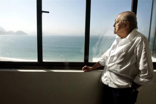 Décès d'Oscar Niemeyer Niemey10