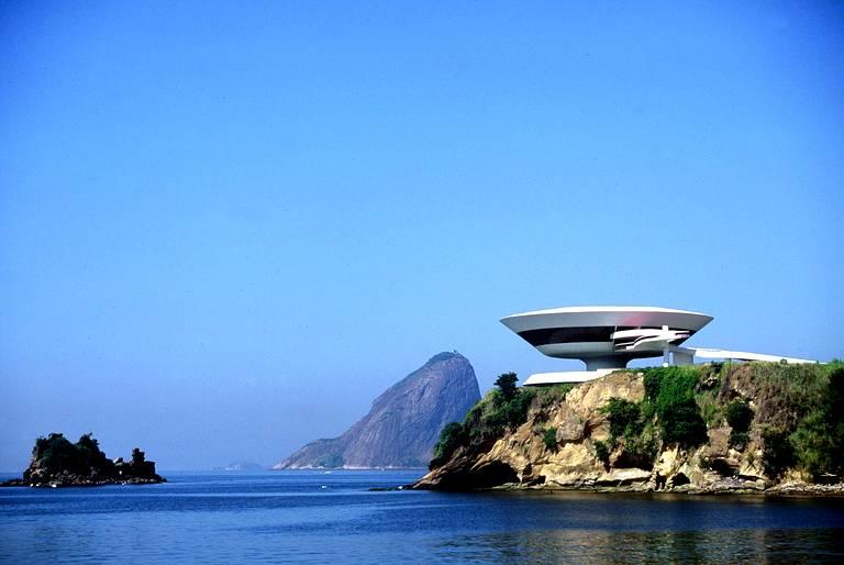 Décès d'Oscar Niemeyer Nitero10