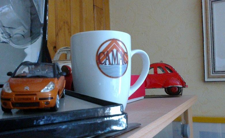 Boutique : mugs aux couleurs du CAMAC... Mug0110