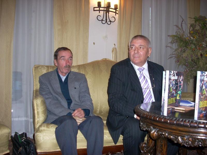 Şedinţa a XVIII-a Cenaclului U.P.-Lansare de carte-Vasile Anton-28 oct 2011 Cenacl14