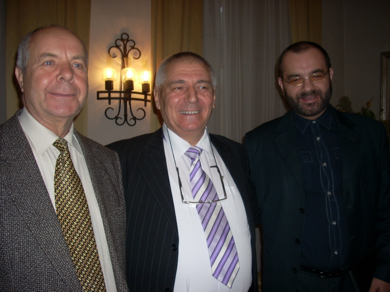 Şedinţa a XVIII-a Cenaclului U.P.-Lansare de carte-Vasile Anton-28 oct 2011 Cenacl25
