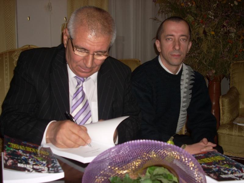 Şedinţa a XVIII-a Cenaclului U.P.-Lansare de carte-Vasile Anton-28 oct 2011 Cenacl29