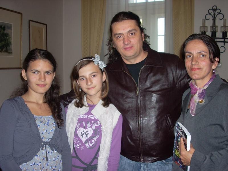 Şedinţa a XVIII-a Cenaclului U.P.-Lansare de carte-Vasile Anton-28 oct 2011 Cenacl37