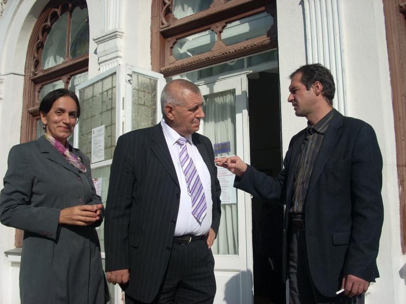Şedinţa a XVIII-a Cenaclului U.P.-Lansare de carte-Vasile Anton-28 oct 2011 Cenacl47