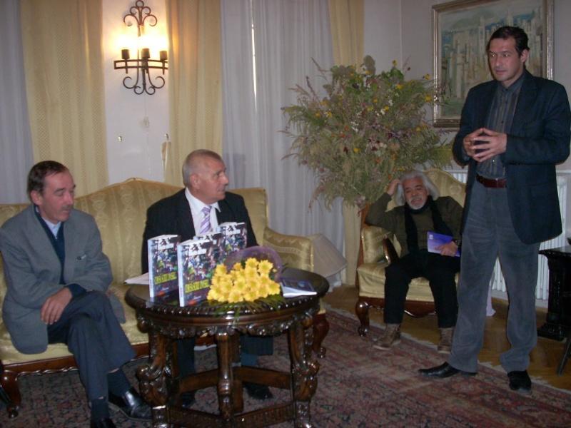 Şedinţa a XVIII-a Cenaclului U.P.-Lansare de carte-Vasile Anton-28 oct 2011 Cenacl48