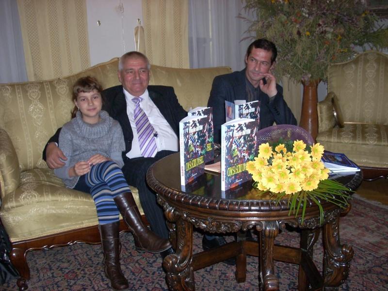 Şedinţa a XVIII-a Cenaclului U.P.-Lansare de carte-Vasile Anton-28 oct 2011 Cenacl52
