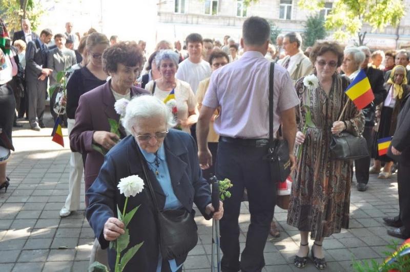 LIMBA NOASTRĂ CEA ROMÂNĂ Chişinău-31 august 2011 si Cernăuţi 10 sept 2011 Clip_120