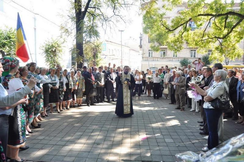 LIMBA NOASTRĂ CEA ROMÂNĂ Chişinău-31 august 2011 si Cernăuţi 10 sept 2011 Clip_122