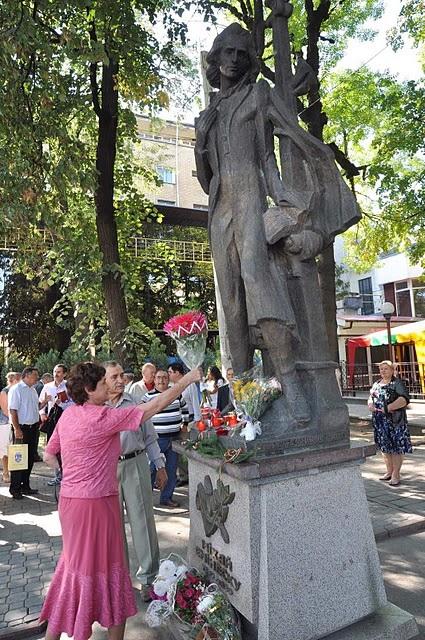 LIMBA NOASTRĂ CEA ROMÂNĂ Chişinău-31 august 2011 si Cernăuţi 10 sept 2011 Clip_316