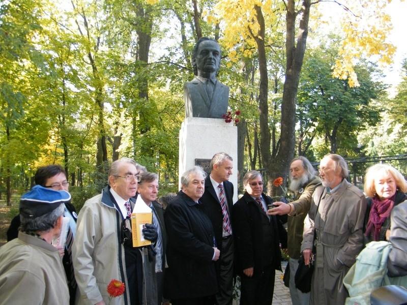 """Festivalul Internaţional de Poezie """"Grigore Vieru""""-Iasi si Chisinau- editia 2011  Clip_334"""