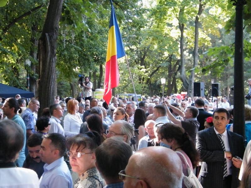 LIMBA NOASTRĂ CEA ROMÂNĂ Chişinău-31 august 2011 si Cernăuţi 10 sept 2011 Clip_413