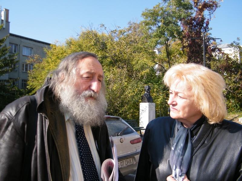 """Festivalul Internaţional de Poezie """"Grigore Vieru""""-Iasi si Chisinau- editia 2011  Clip_620"""