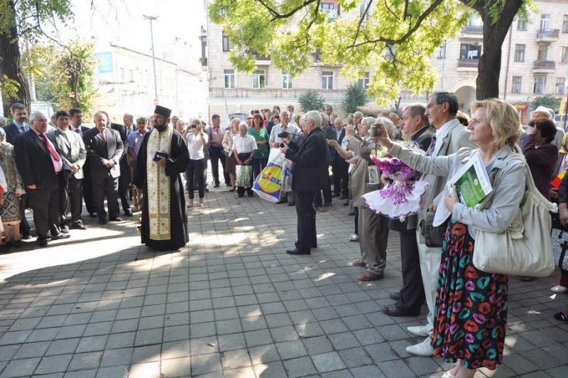LIMBA NOASTRĂ CEA ROMÂNĂ Chişinău-31 august 2011 si Cernăuţi 10 sept 2011 Clip_817