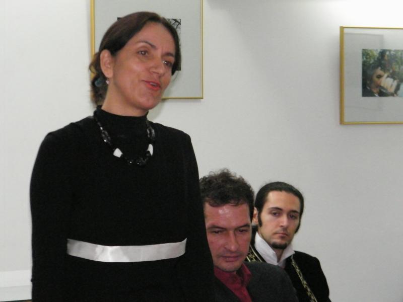 """Lansarea volumului """"Surâsul meu Gothic"""" -Dorina Neculce în cadrul Colocviului- """"Estetica gotică şi ecouri moderne""""-10 dec 2011 Dorina12"""