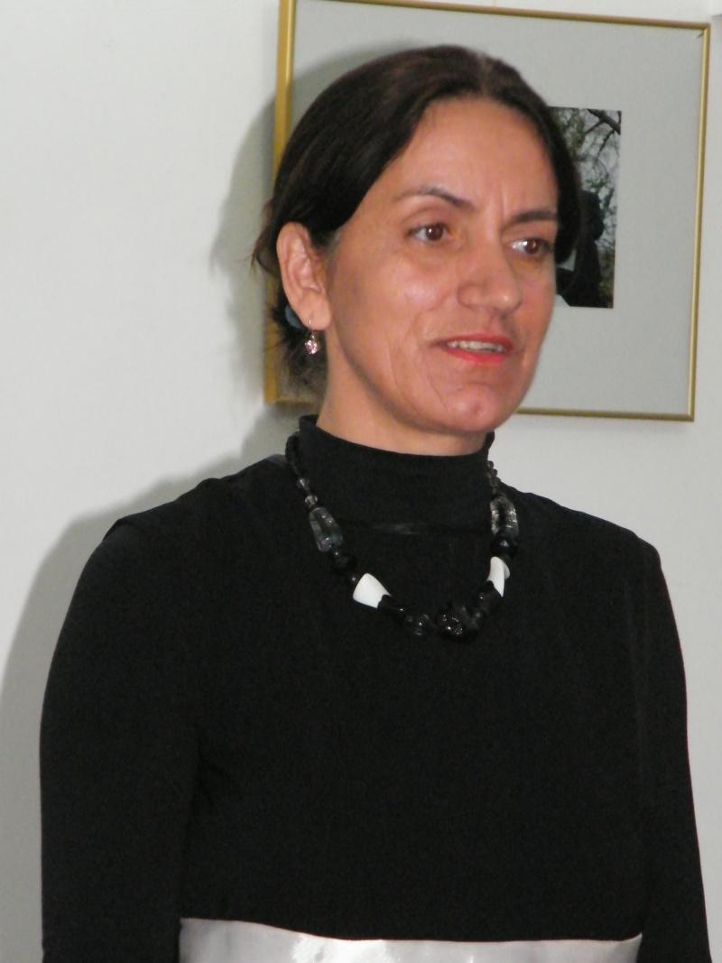 """Lansarea volumului """"Surâsul meu Gothic"""" -Dorina Neculce în cadrul Colocviului- """"Estetica gotică şi ecouri moderne""""-10 dec 2011 Dorina14"""