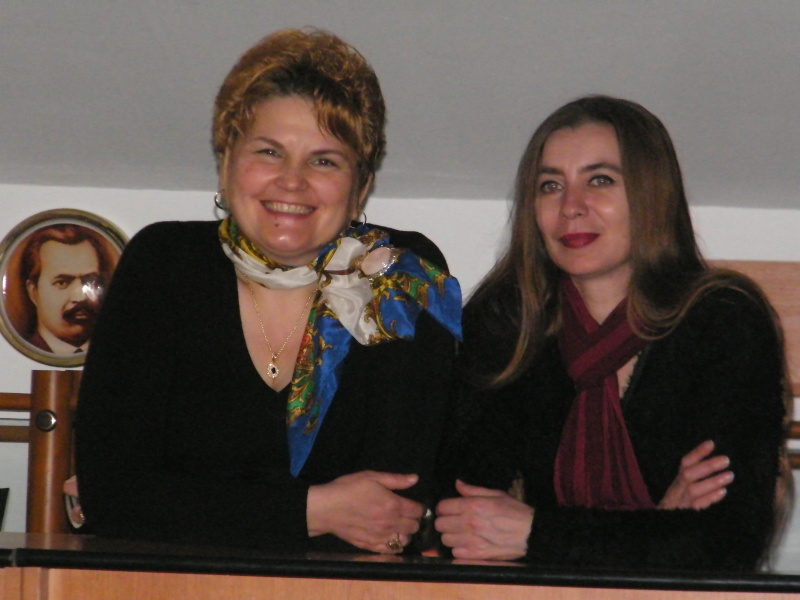 """Lansarea volumului """"Surâsul meu Gothic"""" -Dorina Neculce în cadrul Colocviului- """"Estetica gotică şi ecouri moderne""""-10 dec 2011 Dorina22"""