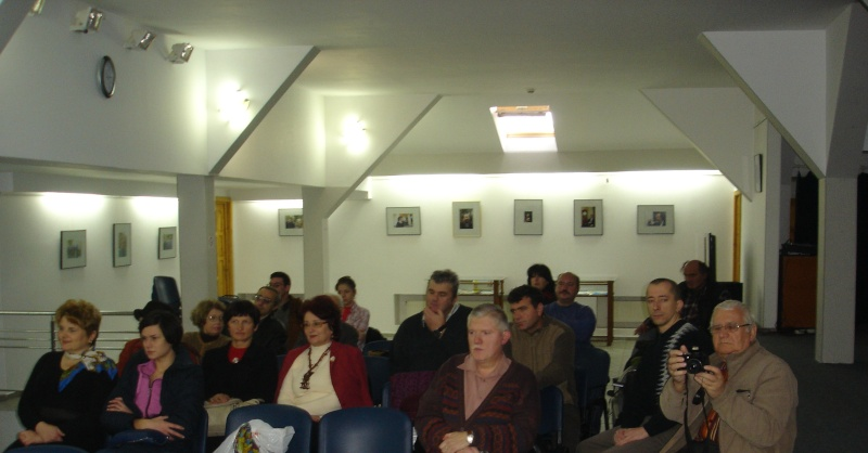 """Lansarea volumului """"Surâsul meu Gothic"""" -Dorina Neculce în cadrul Colocviului- """"Estetica gotică şi ecouri moderne""""-10 dec 2011 Dsc02415"""