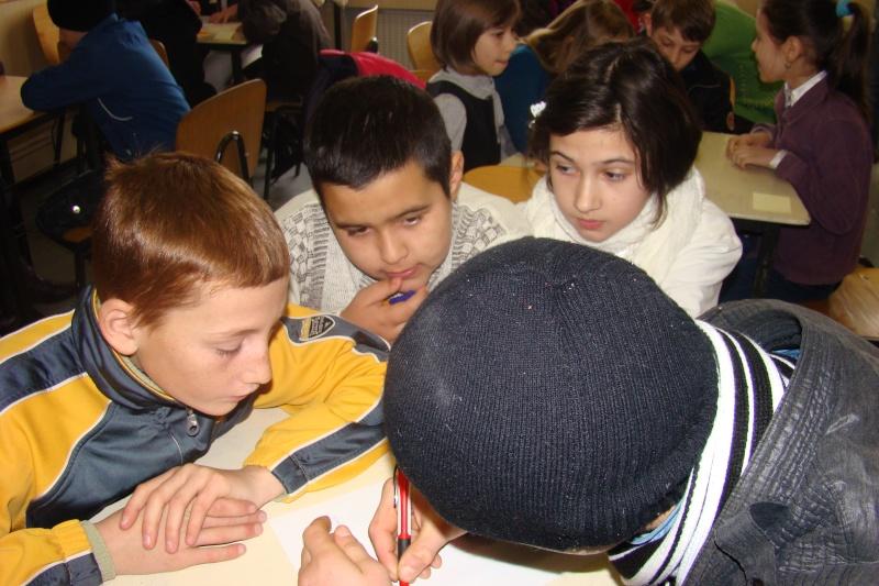 """Manifestări dedicate omagierii poetului Mihai Eminescu la şcoala """"Ioanid Romanescu"""" din Româneşti Dsc03516"""
