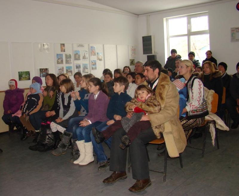 """Manifestări dedicate omagierii poetului Mihai Eminescu la şcoala """"Ioanid Romanescu"""" din Româneşti Dsc03532"""