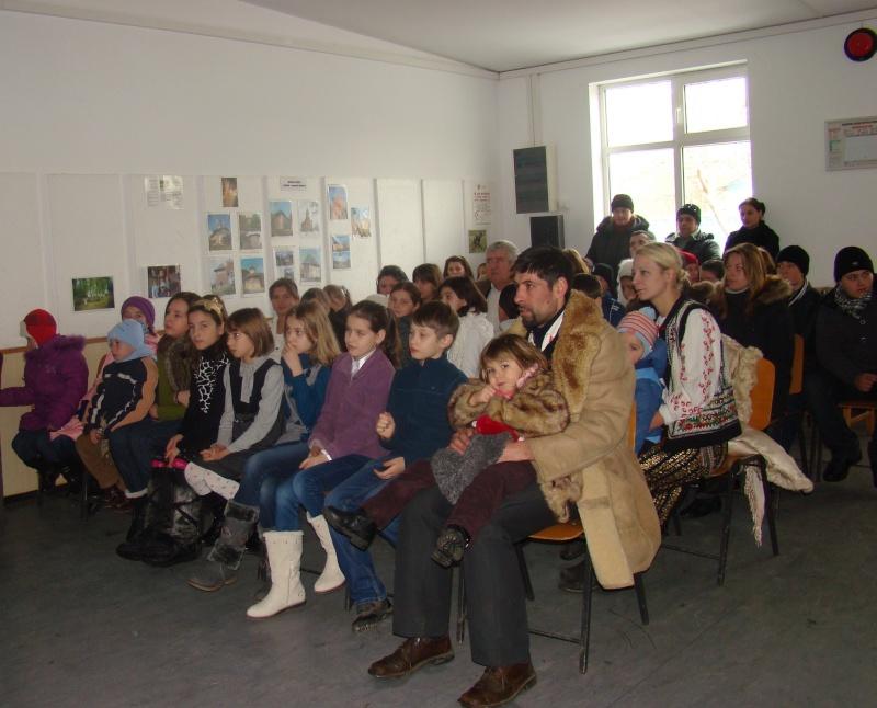 """Manifestări dedicate omagierii poetului Mihai Eminescu la şcoala """"Ioanid Romanescu"""" din Româneşti Dsc03533"""