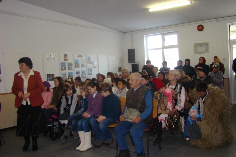 """Manifestări dedicate omagierii poetului Mihai Eminescu la şcoala """"Ioanid Romanescu"""" din Româneşti Dsc03534"""