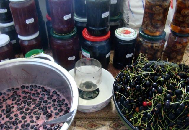 Dulceţuri tradiţionale, siropuri, gemuri, compot pt.iarna şi fructe confiate. Dsc04714