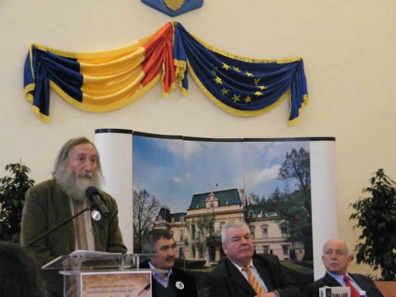 """Festivalul Internaţional de Poezie """"Grigore Vieru""""-Iasi si Chisinau- editia 2011  Dscf0016"""