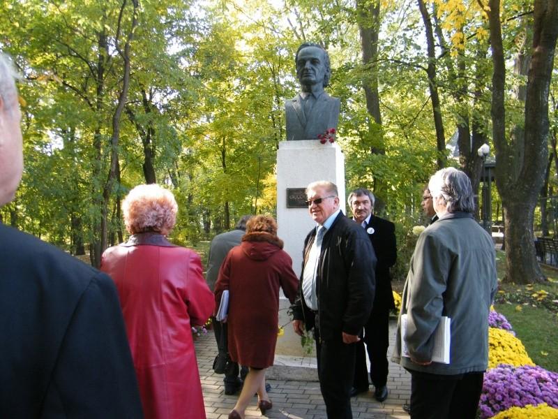 """Festivalul Internaţional de Poezie """"Grigore Vieru""""-Iasi si Chisinau- editia 2011  Dscf0023"""