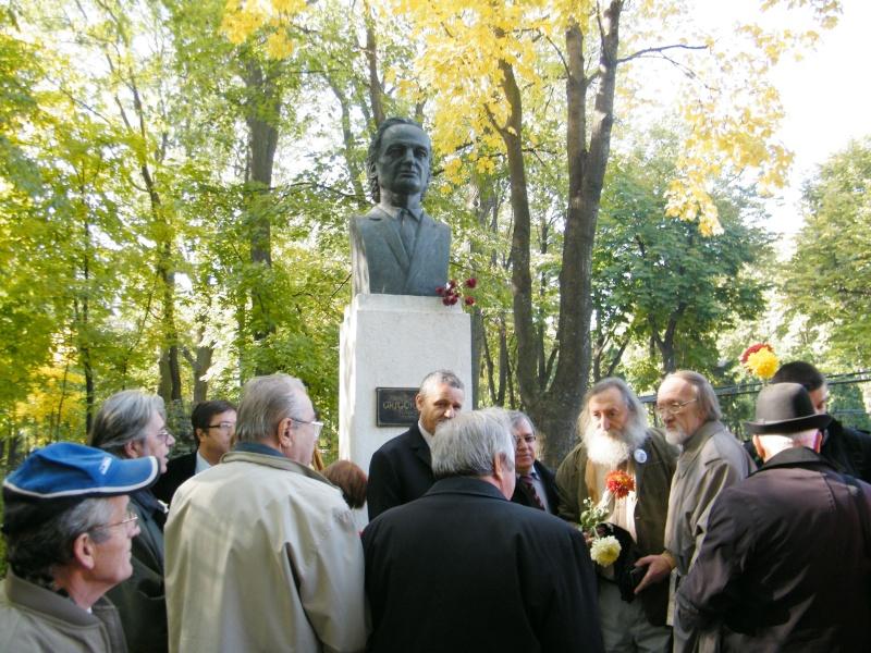 """Festivalul Internaţional de Poezie """"Grigore Vieru""""-Iasi si Chisinau- editia 2011  Dscf0024"""