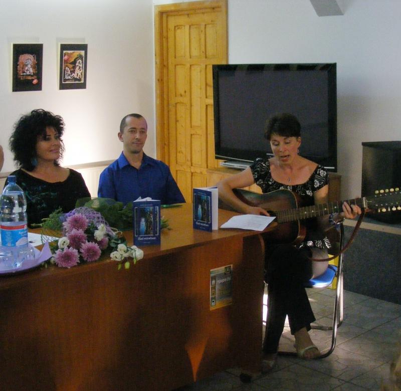 Şedinţa a XVII-a Cenaclului U.P.-Lansare de carte-Ovidiu Raul Vasiliu-22 sept 2011 Dscf6511