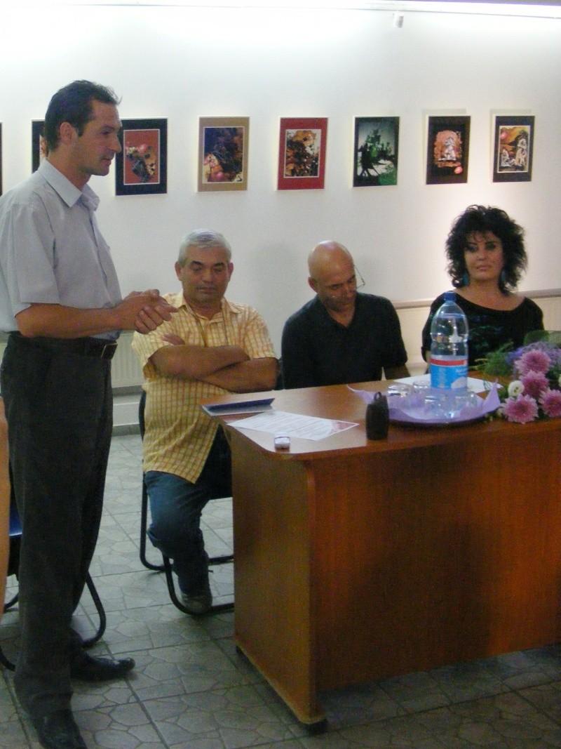 Şedinţa a XVII-a Cenaclului U.P.-Lansare de carte-Ovidiu Raul Vasiliu-22 sept 2011 Dscf6512