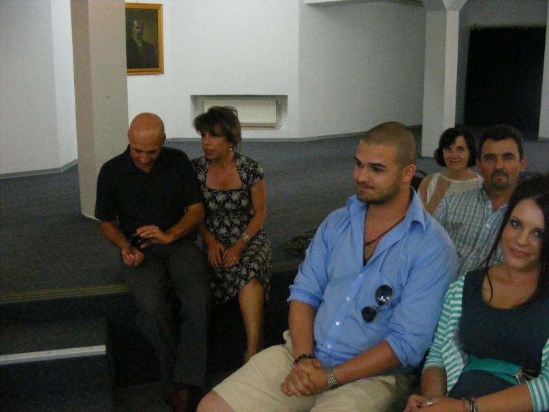 Şedinţa a XVII-a Cenaclului U.P.-Lansare de carte-Ovidiu Raul Vasiliu-22 sept 2011 Dscf6514