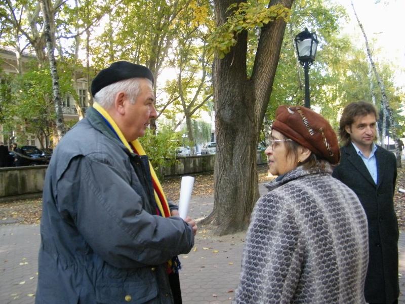 """Festivalul Internaţional de Poezie """"Grigore Vieru""""-Iasi si Chisinau- editia 2011  Dscf9622"""