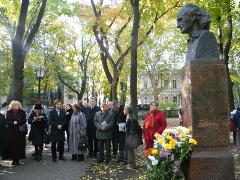 """Festivalul Internaţional de Poezie """"Grigore Vieru""""-Iasi si Chisinau- editia 2011  Dscf9627"""