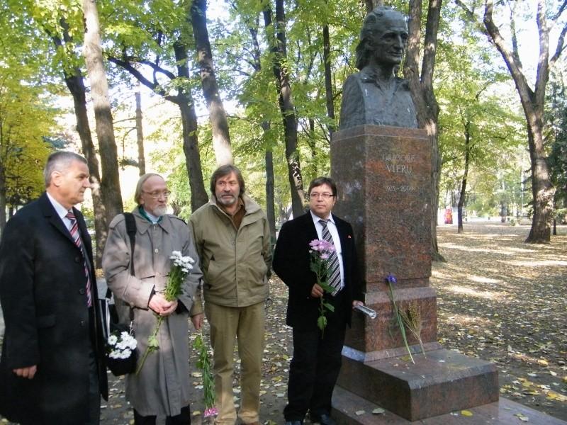 """Festivalul Internaţional de Poezie """"Grigore Vieru""""-Iasi si Chisinau- editia 2011  Dscf9628"""