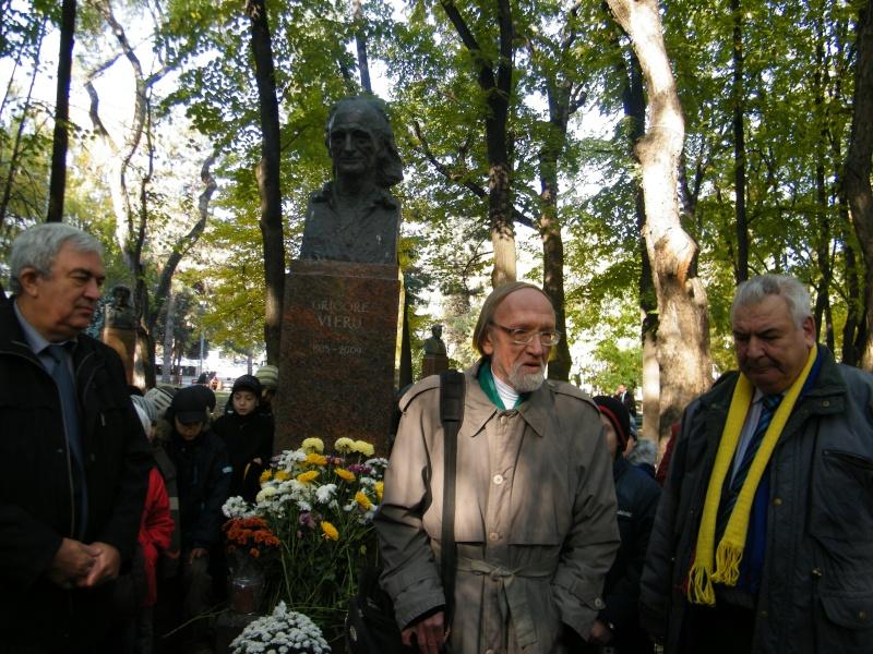 """Festivalul Internaţional de Poezie """"Grigore Vieru""""-Iasi si Chisinau- editia 2011  Dscf9711"""