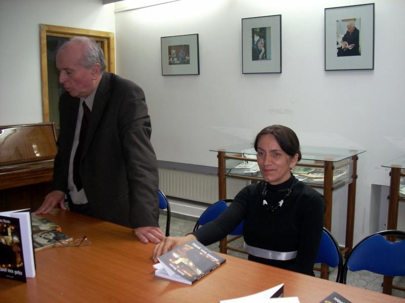 """Lansarea volumului """"Surâsul meu Gothic"""" -Dorina Neculce în cadrul Colocviului- """"Estetica gotică şi ecouri moderne""""-10 dec 2011 Dscn0410"""