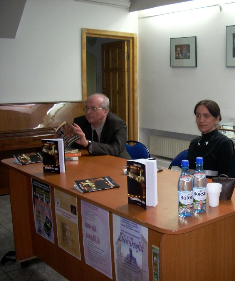 """Lansarea volumului """"Surâsul meu Gothic"""" -Dorina Neculce în cadrul Colocviului- """"Estetica gotică şi ecouri moderne""""-10 dec 2011 Dscn0412"""