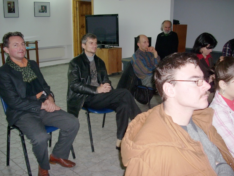 """Lansarea volumului """"Surâsul meu Gothic"""" -Dorina Neculce în cadrul Colocviului- """"Estetica gotică şi ecouri moderne""""-10 dec 2011 Dscn0421"""