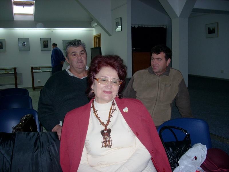"""Lansarea volumului """"Surâsul meu Gothic"""" -Dorina Neculce în cadrul Colocviului- """"Estetica gotică şi ecouri moderne""""-10 dec 2011 Dscn0423"""