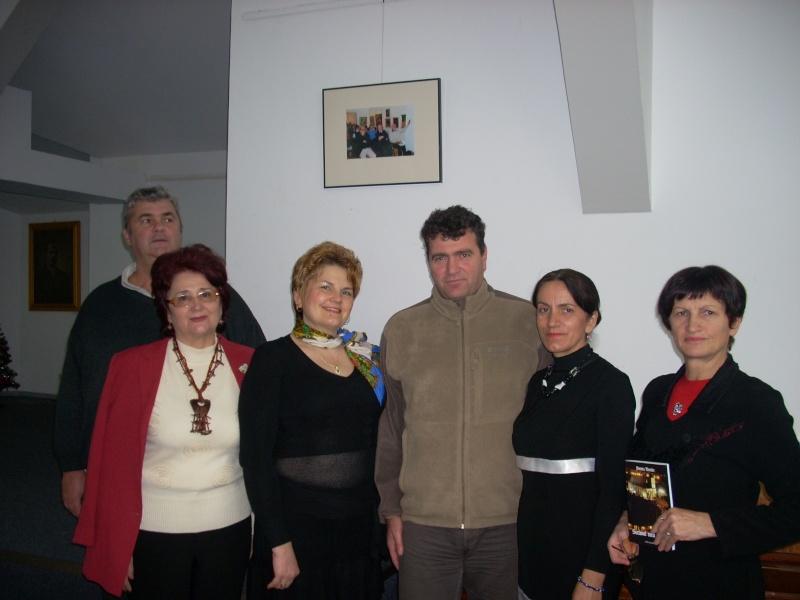 """Lansarea volumului """"Surâsul meu Gothic"""" -Dorina Neculce în cadrul Colocviului- """"Estetica gotică şi ecouri moderne""""-10 dec 2011 Dscn0424"""