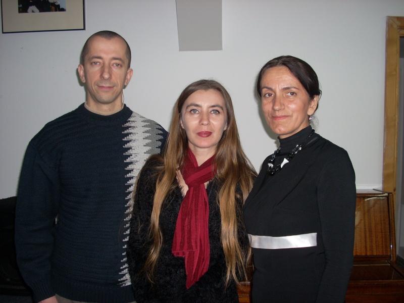"""Lansarea volumului """"Surâsul meu Gothic"""" -Dorina Neculce în cadrul Colocviului- """"Estetica gotică şi ecouri moderne""""-10 dec 2011 Dscn0425"""